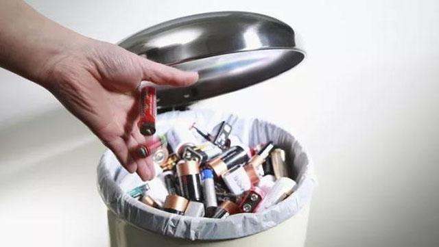 垃圾桶厂家提示,有害垃圾有专门的垃圾桶处置!